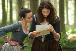 outlander-jenny-fraser-laura-donnelly-and-claire-randall-caitriona-balfejpg-7f7855_624w